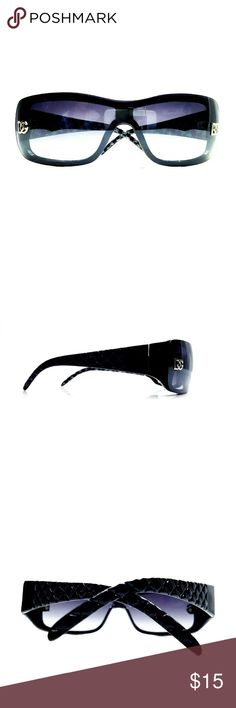 """🆕 Chic Blk DG Fashion Sunglasses w/Blue Tint Lens ┍━━━┑   ∙DESC∙    ┕━━━┙  Style doesn't have to be expensive to be on point! These chic black sunglasses from the brand DG Fashion have dark lenses that have a blueish-purple tint in the light. For an additional $8, I will include a Ray Ban case - just let me know before buying & I'll update the list price to include the case.  ┍━━━━━┑   ∙DETAILS∙    ┕━━━━━┙  ┝cond┥Excellent! No scratches, etc. ┝size┥6¼"""" (temple-to-temple)/ 3""""W × ¾""""H (lens)…"""