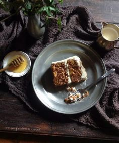 Pineapple Carrot Cake with Honey Swiss Meringue Buttercream | une gamine dans la cuisine
