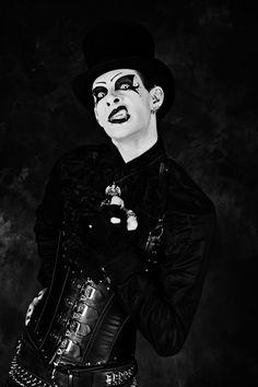 #vanhitman #fillion #althemy #model #malemodel #gothic #goth #dark #magic #vampire #jewelry #morbid #black #Gothic #makeup #modeling #alternative #beautiful #Paintface #Punk #Cylinder vanhitman.althemy.com