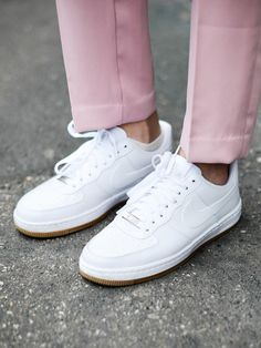 Wir ♥ Sneakers. Wir haben die besten Modelle von Adidas, Nike und Co. für unter 100€ für euch zusammengestellt.