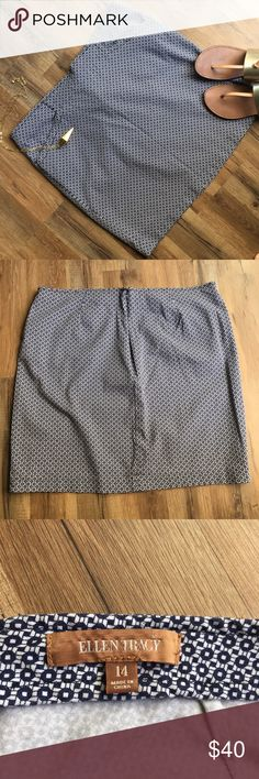 """Ellen Tracy navy & white skirt EUC pencil skirt with pockets, no signs of wear!! Waist measures approx 18 1/2"""" laying flat, length is approx 19"""". Gorgeous navy and white woven pattern. Ellen Tracy Skirts Pencil"""