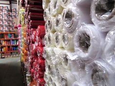 Large gamme de types de papier en diverses tailles, couleurs, synthétiques, naturels.
