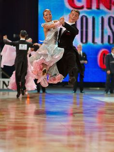 #Quickstep - Flying High! http://www.dancingfeeling.com/