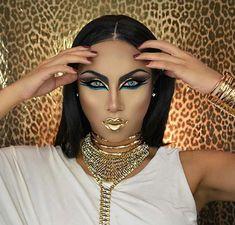 make up Glam Cleopatra Makeup for Halloween Eyeliner Flick, Bold Eyeliner, Bold Eye Makeup, Dramatic Makeup, Makeup For Green Eyes, Blue Makeup, Cleopatra Makeup, Egyptian Makeup, Arabic Makeup