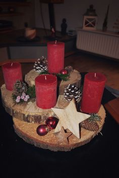 Risultati immagini per topp bastelbücher ländliche winterwelt Primitive Christmas, Rustic Christmas, Christmas Holidays, Christmas Wreaths, Christmas Ornaments, Christmas Candle Decorations, Christmas Candles, Christmas Projects, Christmas Crafts