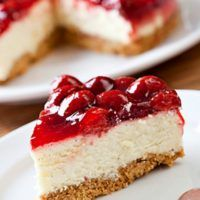 A wonderful recipe for a New York style cheesecake by Amy Wisniewski. This cheesecake is nice and tangy and i really love the fact it uses fresh strawberries. Even though the baking method may take a little longer than usual you get a nice smooth. Cheesecake Recipe From Scratch, Homemade Cheesecake, Easy Cheesecake Recipes, Diabetic Desserts, Sugar Free Desserts, No Bake Desserts, Dessert Recipes, Health Desserts, Diabetic Recipes
