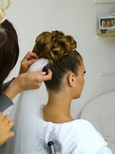 High updo and veil ▪ recogido con moño alto y velo