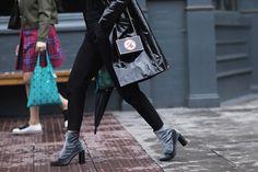 Streetstyle на Неделе моды в Лондоне. Часть 3 http://m.vogue.ru/fashion/streetstyle/ss_lfw_ss16_3/