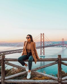 Whenever you feel like giving up, just think of the view from the top ✨ San Francisco Pictures, San Francisco Photography, Portugal Travel Guide, California Outfits, San Francisco Travel, San Fransisco, Insta Photo Ideas, Mode Inspiration, Travel Pictures
