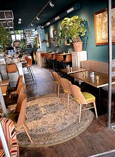 Lunchroom en restaurant Luc in Utrecht - Residence Wine Bar Restaurant, Restaurant Design, Coffee House Interiors, Lunch Restaurants, Room Interior, Interior Design, Lunch Room, Cool Cafe, Cafe Design