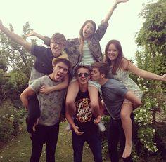 This is too cute! Zoe, Jim, Alfie, Tanya, Joe, and Tyler :)!