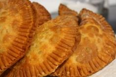 Pastelitos or empanadas are a popular Dominican food. It commonly has either beef or chicken and vegetables. Tapas, Dominican Food, Dominican Recipes, Cuban Recipes, Yummy Recipes, Dutch Recipes, Dinner Recipes, Colombian Food, Good Food