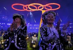London 2012 Opening Ceremony - Performers clap as the Olympic rings are seen above, during the opening ceremony of the London 2012 Olympic Games at the Olympic Stadium July 27, 2012. REUTERS/Kai Pfaffenbach