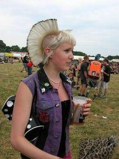 Punk Girls, Colored Hair, Punk Rock, Captain Hat, Hair Color, Hats, Fashion, Colorful Hair, Moda