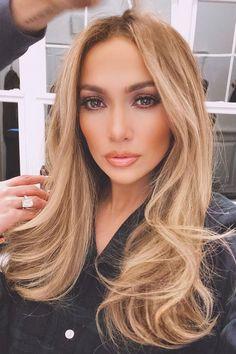 Jennifer Lopez Emerges With Blonde Bombshell Hair Beauté Blonde, Blonde Highlights, Jennifer Lopez Hair Color, Jennifer Lopez Makeup, Estilo Glamour, Color Rubio, Celebrity Hair Stylist, Blonde Celebrity Hair, Celebrity Hair Colors
