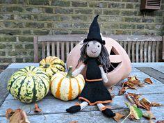 Over 30 Free Halloween Knitting Patterns Knitting Stitches, Free Knitting, Baby Knitting, Knitting Needles, Halloween Knitting Patterns Free, Knit Patterns, Aran Weight Yarn, Halloween Treat Bags, Knitting Projects