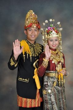 Aceh traditional dress