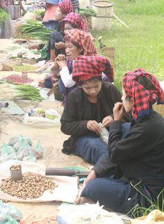 Pa O girls vendors at local market near Inlay Lake