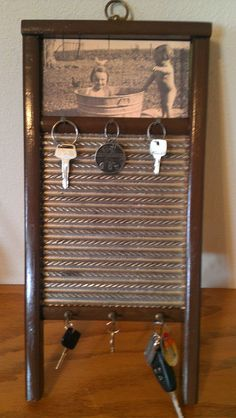 My mom made this - Antique washboard sanded, painted, added picture of my mother, hooks for hanging keys Diy Rustic Decor, Country Decor, Farmhouse Decor, Vintage Decor, Primitive Crafts, Country Primitive, Washboard Decor, Old Washboards, Repurposed Furniture