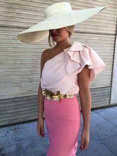 Whether it's your BFF's wedding or a colleague from work, take a look at these gorgeous wedding outfits looks to help you pick out the perfect wedding outfit! Mode Outfits, Fashion Outfits, Womens Fashion, Looks Party, Look Rose, Look Fashion, Fashion Design, Dress To Impress, Party Dress