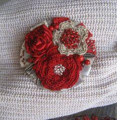 """Купить Текстильно -вязаная льняная брошь """" Зачарованная"""" - ярко-красный, брошь, брошь цветок"""