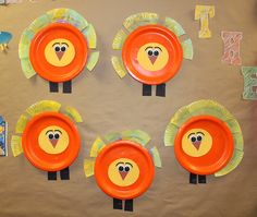 Making Thankful Turkeys while also studying circles and shapes! Students talk about what it means to be thankful and writes them on the feathers that they have painted.