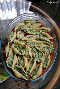 Muszle ze szpinakiem i fetą w sosie pomidorowym - Pasja Smaku