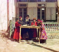 Gruppa evreĭskikh malʹchikov s uchitelem. Samarkand.  Sergei Mikhailovich Prokudin-Gorskii. Group of Jewish Children with a Teacher, 1911. Digital color rendering. Prints and Photographs Division, Library of Congress, LC-DIG-ppmsc-04442