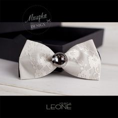 www.muszka-design.pl bowtie, tie, bow, bow-tie, men, fashion, gentleman, wear,   male, shirt, beard, clothing, hands, white, collar, clothes, tux, cutout, caucasian, suit, elegant, jacket, mature, elegance, cravat, business, new, style, handkerchief, accessory, geek, closeup, clothing, decoration,  celebration, element, shiny, design, formal, birthday,  muszka męska, mucha, mucha męska, krawat, mężczyzna, gentelman, moda męska, garnitur, krawat, elegancki strój, strój wizytowy
