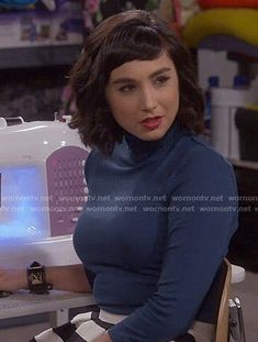 Mandy Baxter Fashion on Last Man Standing Classic Hairstyles, Hairstyles With Bangs, Cool Hairstyles, Haircuts, Short Hair With Bangs, Short Hair Styles, Molly Ephraim Hot, Mandy Last Man Standing, Best Gowns