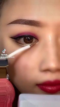 Eyeliner Looks, No Eyeliner Makeup, Korean Eye Makeup, Makeup Tips, Makeup Ideas, Eyeliner Tutorial, Aesthetic Pastel Wallpaper, Septum Ring, Makeup Looks
