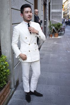 styleforumnet:  All about that double breasted white suit at… http://thesnobreport.tumblr.com/post/89534527092