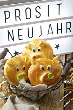Glücksschweine aus Germteig als Glücksbringer zu Silvester // Sweets & Lifestyle®️️ #glücksbringer #glücksschwein #germteig #recipe #hefeteig #silvester #neujahr #luckycharm