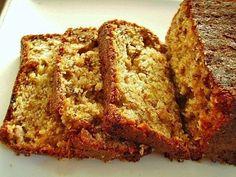 El pan de plátanos o banana bread es típico de la repostería estadounidense, su preparación es muy sencilla ya que utilizaremos levadura en polvo. Es una buena opción para acompañar el desayuno, aunque como postre con una bola de helado no ofrece resistencia. Cuando te hayan quedado esos plátanos demasiado maduros, es decir cuando ya nadie los quiere comer, es el momento oportuno para decidirte a preparar esta receta.  http://www.lasrecetascocina.com/2012/05/30/pan-de-platanos/