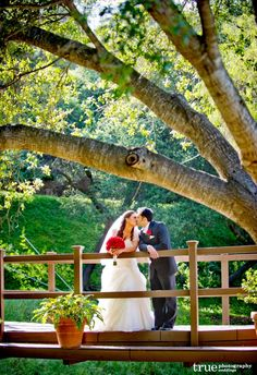 Los Willows is a beautiful private estate in Fallbrook, CA.  What a fantastic place for a rustic wedding.