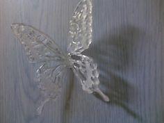 グルーガンで蝶。トレペに描...