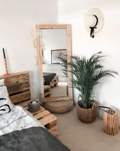 Enjoy the freedom of styling and make your bedroom looks great with this décor . Small Apartment Interior, Home Interior, Interior Decorating, Interior Modern, Bohemian Bedroom Design, Bohemian Decor, Earthy Home, Luxury Home Decor, Bedroom Decor