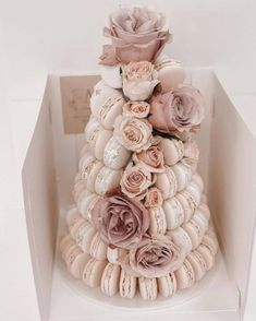 Popular Dusty Rose Wedding Ideas ★ dusty rose wedding macaron tower cake with roses cakebyjennamarie Dusty rose is becoming the wedding trend in This pink tone is a perfect color. Here are some chic dusty rose wedding ideas! Macaroon Wedding Cakes, Macaroons Wedding, Macaron Cake, Wedding Desserts, Cupcake Cakes, Wedding Cakes With Roses, Cupcake Wedding Cakes, Macaron Stand, Cake Roses