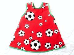 """Hängerchen/Schürze            ♥♥♥♥♥♥♥♥♥♥♥♥♥♥♥♥♥♥      """"auch Mädels mögen Fußball""""      100%Baumwolle - rot bedruckt mit Fußbällen    ♥♥♥♥♥♥♥♥♥♥♥♥♥♥♥♥♥"""