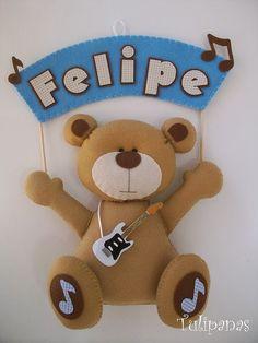 Especialmente para o Felipe! Name Crafts, Felt Crafts, Hobbies And Crafts, Crafts To Make, Frozen Felt, Dibujos Baby Shower, Felt Banner, Baby Door, Felt Wreath