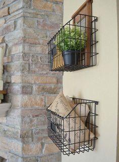 Aufbewahrungskörbe aus Draht für mehr Stauraum an die Wand in der Küche