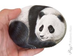 I Painted this Panda on a Natural Sea Rock. An Original Piece of Art and a great Gift Idea for all of You, Wildlife Lovers! #art #fineart #panda #paintedstones #paintedrocks #etsy #robertorizzo