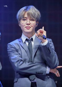 This is a Community where everyone can express their love for the Kpop group BTS Park Ji Min, Jikook, K Pop, Beatles, Jimi Bts, Mma 2019, Foto Jimin, Bulletproof Boy Scouts, Shows