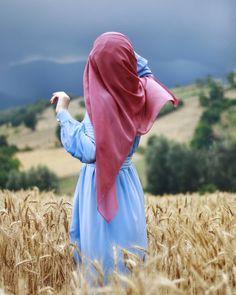 Hidden Face Stylo girl in wheat field Dp Pic Wallpaper The post Hidden Face Stylo girl in wheat field Dp Pic Wallpaper appeared first on Wallpaper DPs. Stylish Hijab, Hijab Chic, Muslim Girls, Muslim Women, Muslim Fashion, Hijab Fashion, Food Festival, Beau Hijab, Hijab Hipster