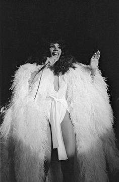 American RB and disco musician Donna Summer performs at Roseland in white plumage New York New York October 28 1976 Glamour Party, Bianca Jagger, Grace Jones, Studio 54, Jerry Hall, Glam Rock, Dance Music, Dona Summer, Black Girls