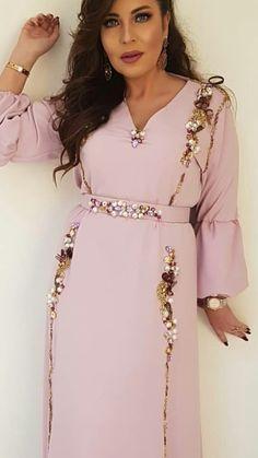 Abaya Fashion, Muslim Fashion, Fashion Dresses, Oriental Dress, Moroccan Caftan, Caftan Dress, Chic Dress, Mode Inspiration, Traditional Dresses