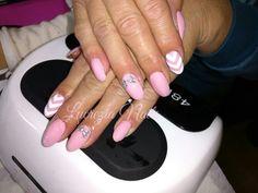 #almondnails #mandorla #pinknails #nails #nail #gel #ricostruzioneunghie #ricostruzione #lucrezianails #originalnails #beautynails #differentnails