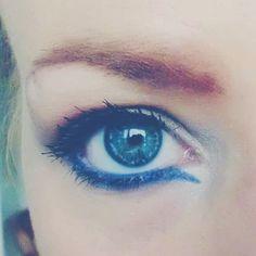 """36 likerklikk, 2 kommentarer – Makeup-enthusiast (@beautycaybh) på Instagram: """"Blue eyeliner 🙈🙊"""""""