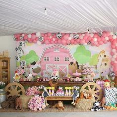 Farm Birthday Cakes, Cow Birthday, Farm Animal Birthday, Cowgirl Birthday, Cowgirl Party, Girl Birthday Themes, Old Macdonald Birthday, Pony Party, Farm Party