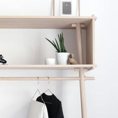 TÖJBOX, more than a coat rack, a perfect piece of furniture that amazes. Eco design, produced by the studio MADE BY MICHAEL for WOUD